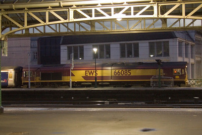 66085 at Glasgow Central to collect the empty Caledonian Sleeper stock