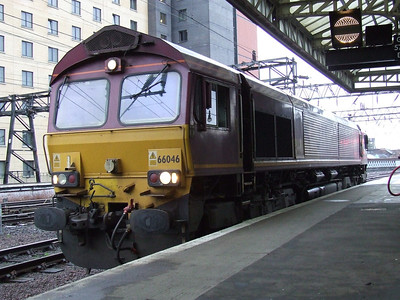 66046 at P10 of Glasgow Central to collect the Caledonian Sleeper