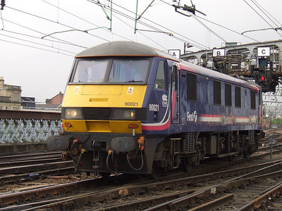 90021 arriving at Glasgow Central to collect the empty Caledonian Sleeper stock