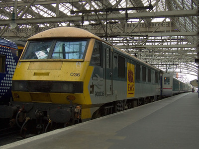 90036 at P9 with the terminated Glasgow Central portion of the Caledonian Sleeper