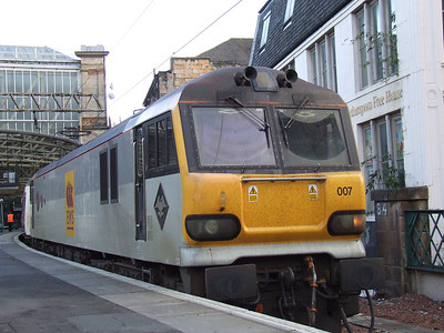 92007 Schubert waiting to depart with the empty Caledonian Sleeper